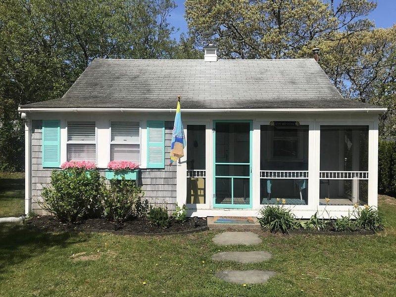 Sunny Daze Cottage - Dennis Port, location de vacances à Dennis Port