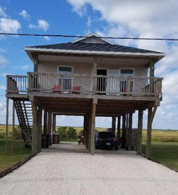 Gemütliches Strandhaus mit herrlichem Blick auf Meer und Bucht.