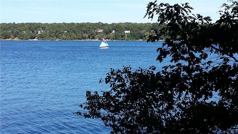 new listing Waterview 3BR/2BTH home in East Falmouth with lake views and access, holiday rental in Mashpee