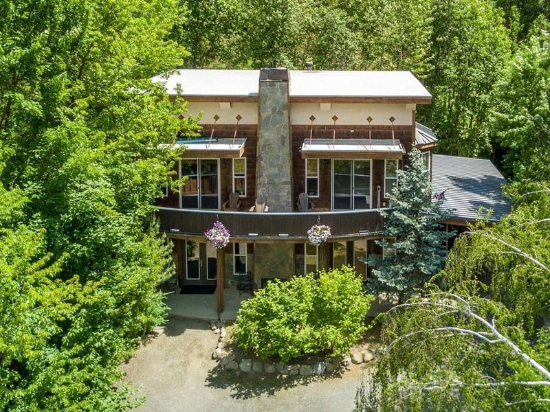 Gorgeous mountain retreat close to town!, vacation rental in Dryden