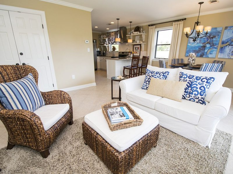 9H,NOON CHECK-IN,4 MIN. WALK to BEACH,BEST CONDO BEST VALUE,POTTERY BARN DECOR, location de vacances à Grayton Beach