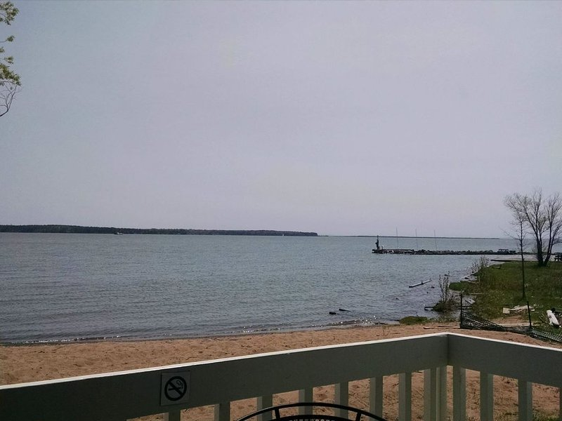#101 Wonderful Beach Front Location, vacation rental in Bayfield