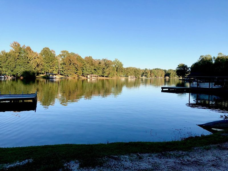 NEW Water front oasis w/ dock, deck, great views of the lake, vacation rental in Milledgeville