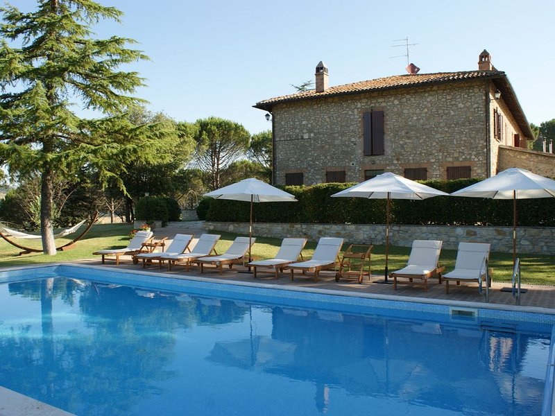 Beautiful and spacious 2-storey villa in the beautiful Umbria with private pool, holiday rental in Sismano