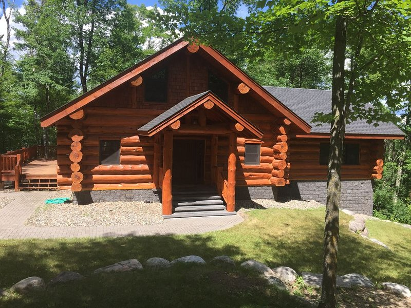 PRIVATE LOG CABIN LAKE RETREAT 2 Miles from Itasca State Park, casa vacanza a Park Rapids