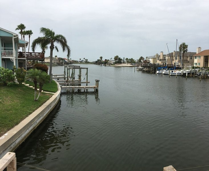 Newly Remodeled Waterfront Townhouse / Close to Beach, holiday rental in Corpus Christi