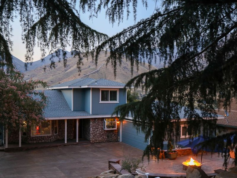 Beautiful Kernville Mountaintop Hideaway -  1.5 miles to downtown!, holiday rental in Bodfish