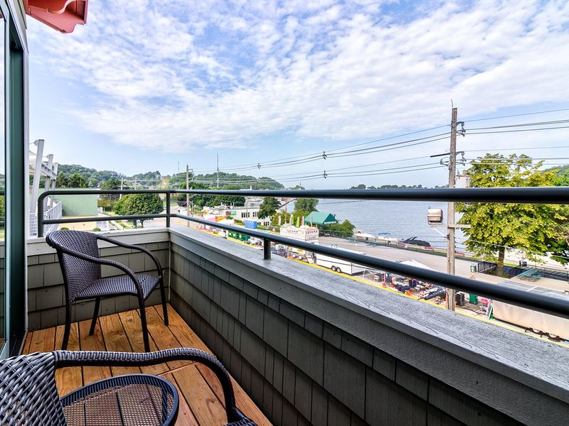 The Best Views of Grand Haven Channel & Lake Michigan from Brezza Di Lago 11, holiday rental in Grand Haven