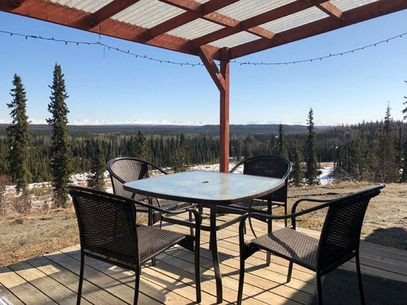 Cozy and Comfortable Home with a beautiful Mountain View, casa vacanza a Clam Gulch