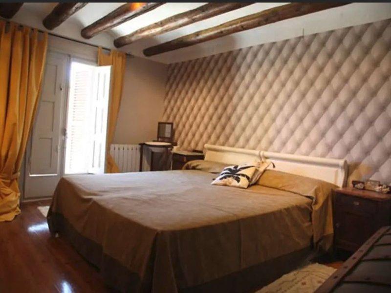 Apartamento Cabernet en Adahuesca, holiday rental in Salillas