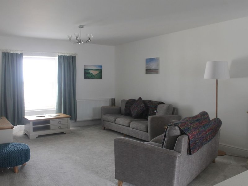 9 Cambrian Terrace spacious contemporary apartment, vacation rental in Saundersfoot