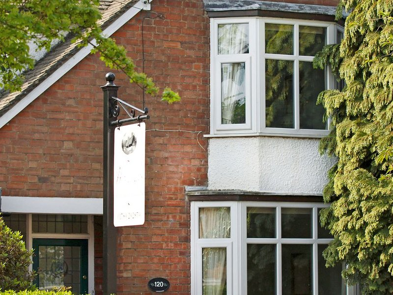 Central Townhouse Perfect For Get-Togethers Sleeps 10, vacation rental in Warwickshire