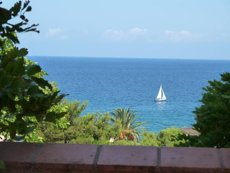 Superbe Maison bord de mer F5, vacation rental in Saint Florent