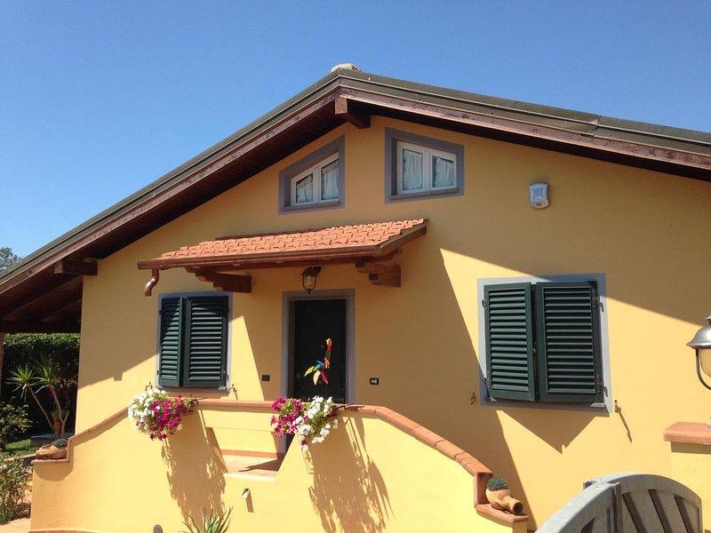 Villa Arianna zona tranquilla a 5 minuti dal mare e daila movida versiliese, holiday rental in Lido Di Camaiore