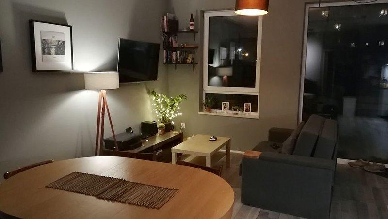 Modern Apartment in quiet neighborhood, Ferienwohnung in Czosnow