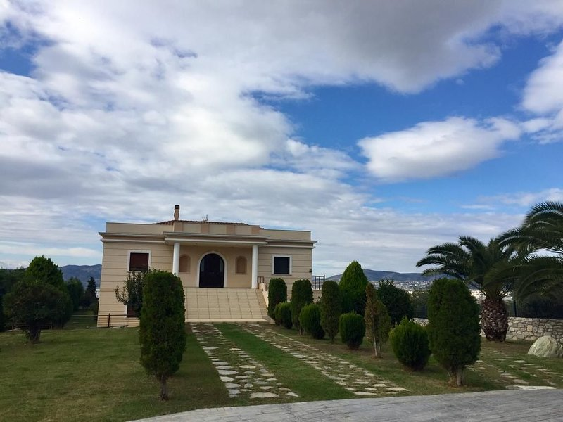 Luxury Villa In Volos, holiday rental in Katochori