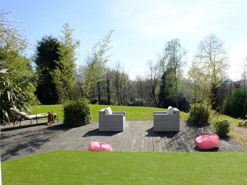 Stunning Home, owned by interior photographer sleeps 8, vakantiewoning in Brede