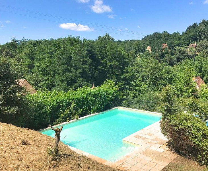 BEAUTIFULLY RESTORED 8 BEDROOM PROPERTY SET IN THE HEART OF THE PERIGORD NOIR, vacation rental in Grolejac