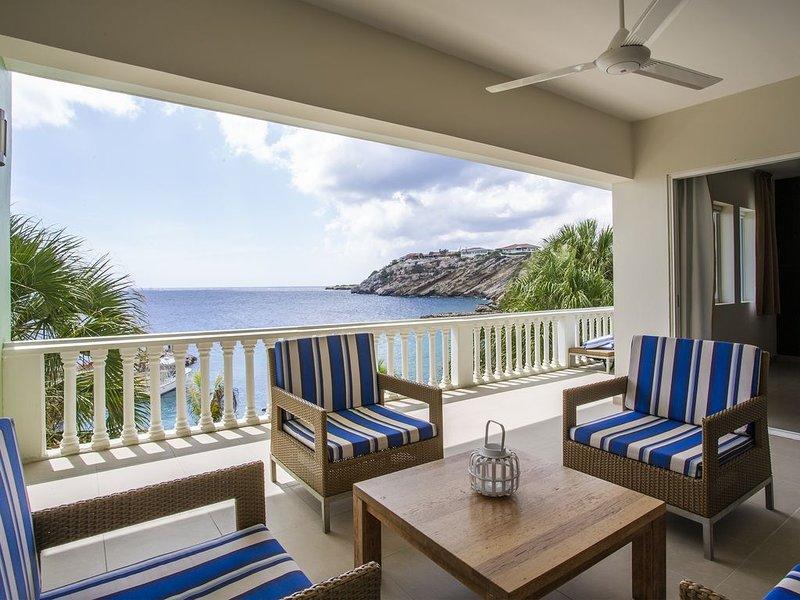 Direct aan het strand gelegen, 4 persoons appartement met geweldig zeezicht!, holiday rental in Dorp Sint Michiel
