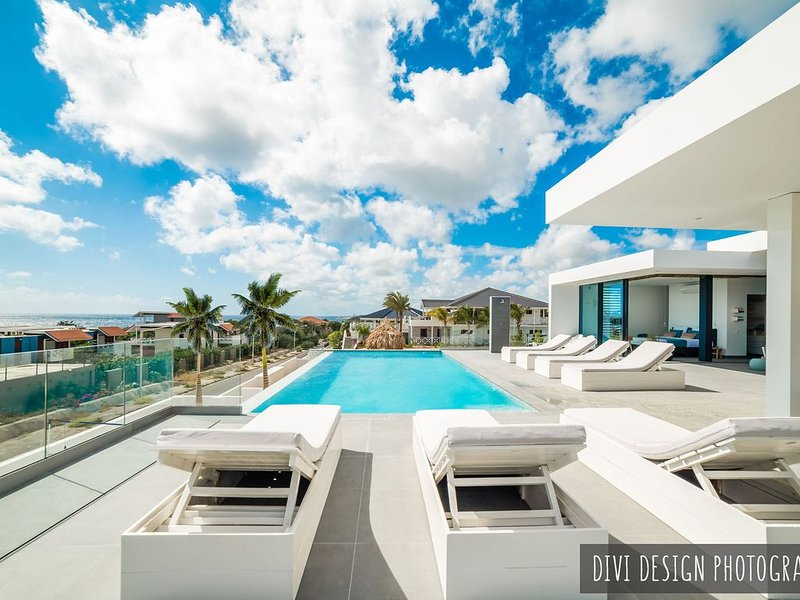 Nieuwe 12 pers villa (+3 kids) inf  pool, strand en zeezicht bij ZanzibarBeach, aluguéis de temporada em Jan Thiel