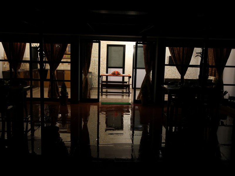 Waters Edge Apartment Sleeps 4 (2 Bedrooms), holiday rental in Fort Kochi