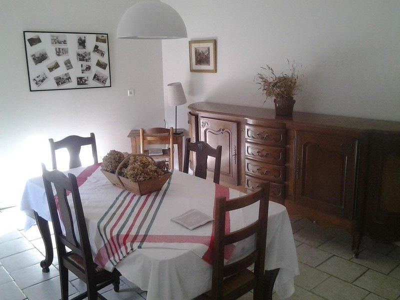 Maison de caractère avec vue sur la Neste, holiday rental in Gouaux