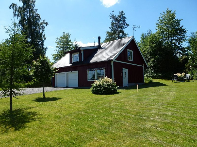 House With An Unique Gathering Of Hunting Trophies. View Of The Pond & Village, vacation rental in Bodafors