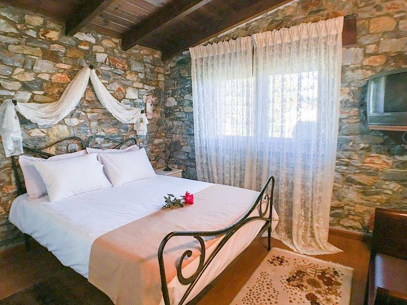 Stone and Wood house, aluguéis de temporada em Symvoli