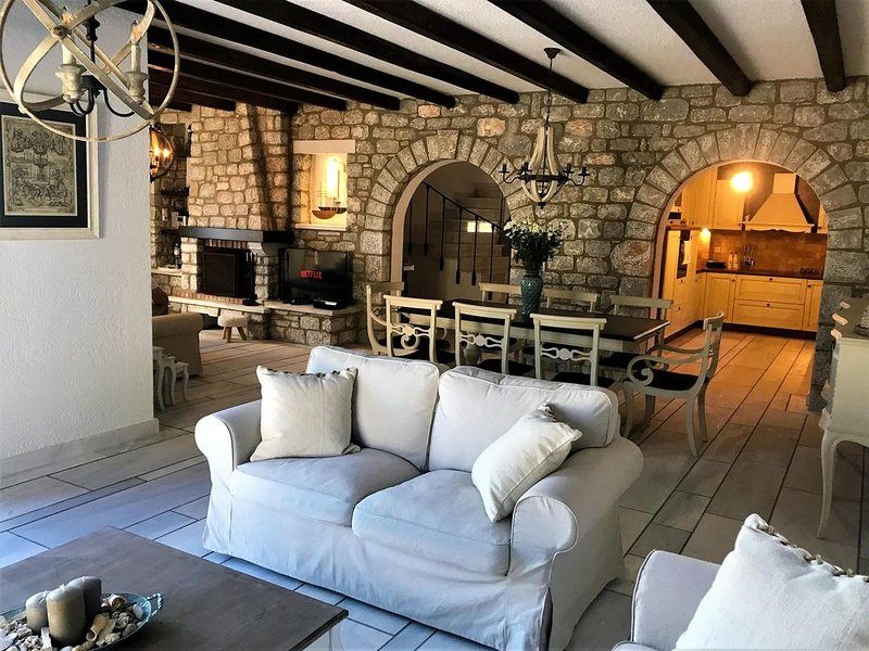 Stone-built cottage in Gythio, Mani | Liopetra, holiday rental in Molaoi