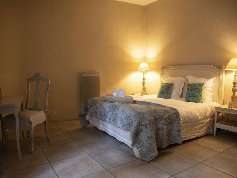 Appartement 1 chambre dans ancien couvent du 17ème siècle, location de vacances à Le Bousquet d'Orb