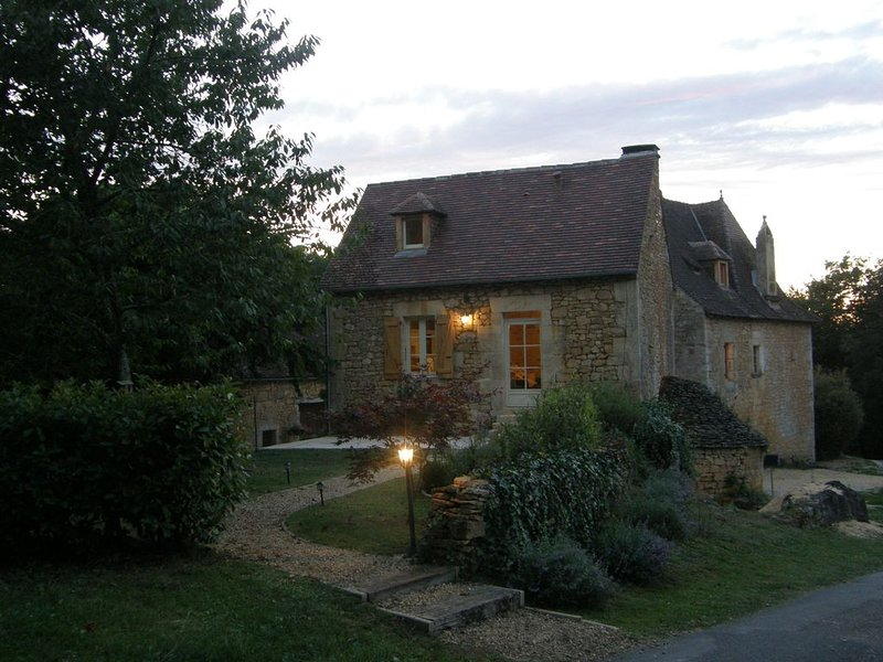 Jardiniers Cottage  set in quiet location just outside village, aluguéis de temporada em Grolejac