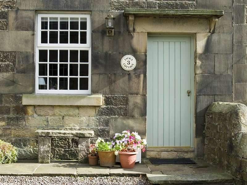 Beautifully Restored Period Holiday Cottage, vacation rental in Sheen