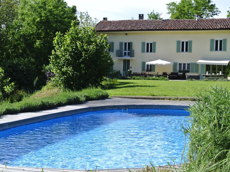 Charming farmhouse hideaway with pool near Asti, holiday rental in Cortiglione