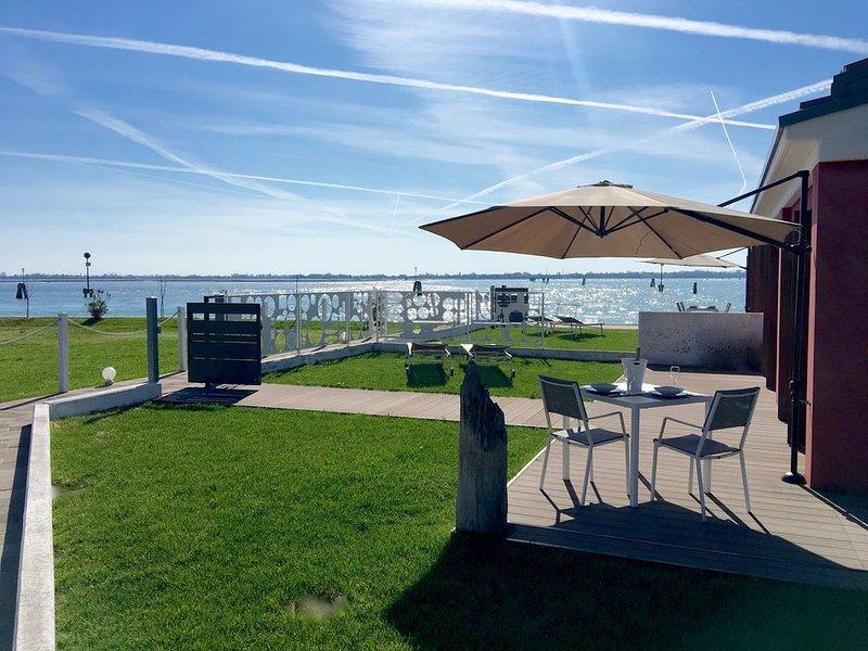 Lagoon Suites #3 - Appartamento con giardino privato e vista sulla laguna., holiday rental in Tessera