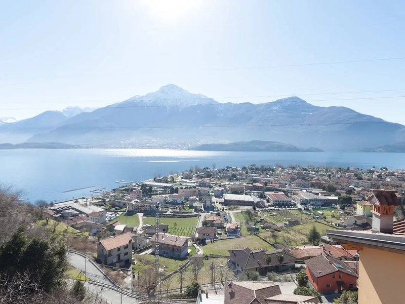 Quiet location and great lake view - Lago di Como, vacation rental in Vercana