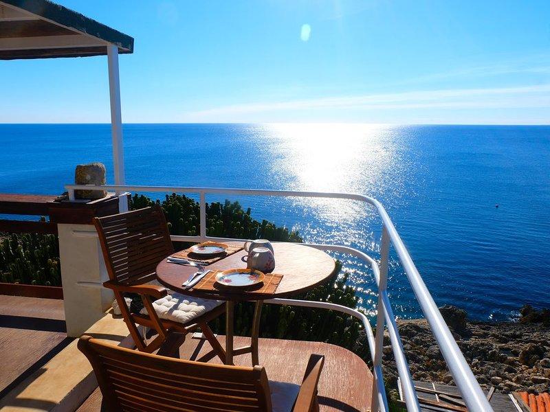 Splendido attico con terrazzo al livello con vista sul mare del Plemmirio, holiday rental in Plemmirio