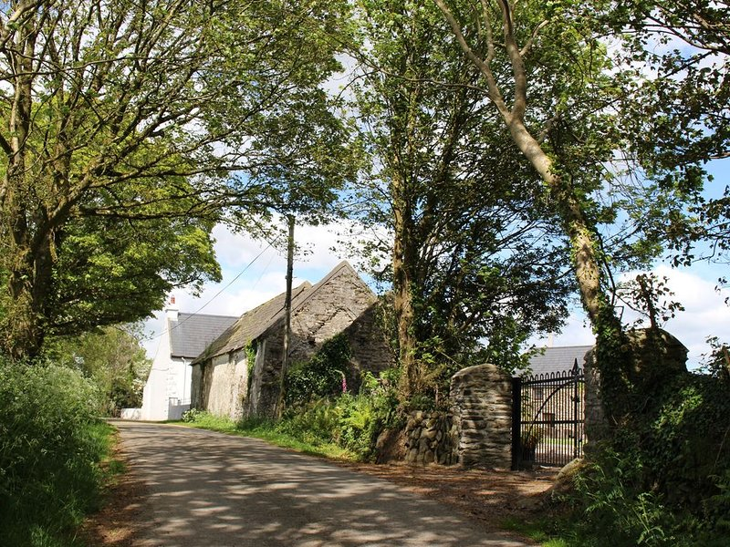 Charming Converted Barn on the Wild Atlantic Way, location de vacances à Rosscarbery