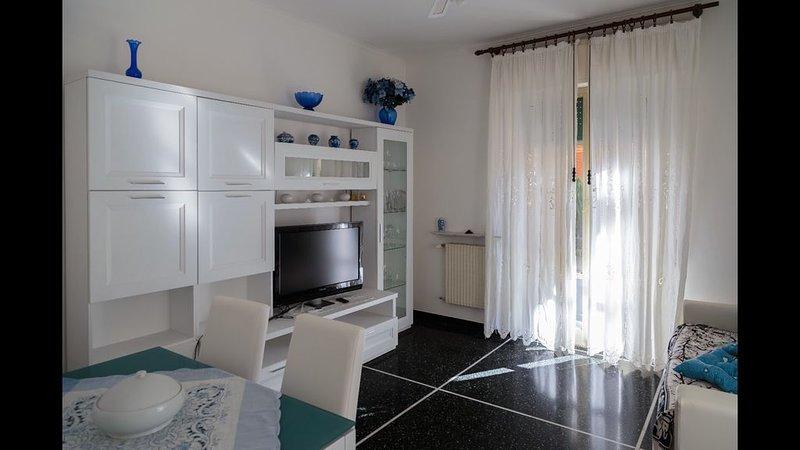 Appartamento a 80 m dalla spiaggia, vacation rental in Genoa