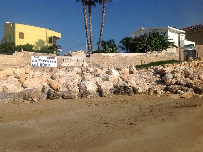 dependance ,studio in riva al mare,giardino,accesso  spiaggia,wifi,solarium, casa vacanza a Capo Negro