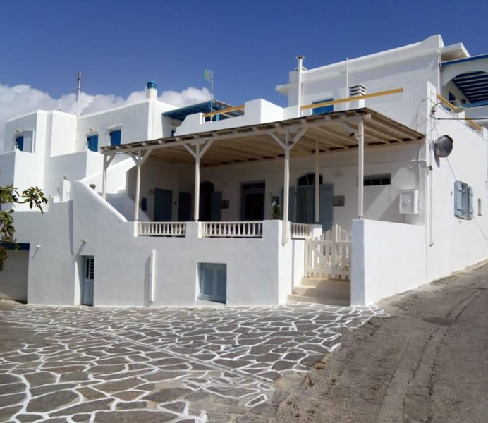 TRADITIONAL ART HOUSE IN MARPISSA,PAROS, Ferienwohnung in Lefkes