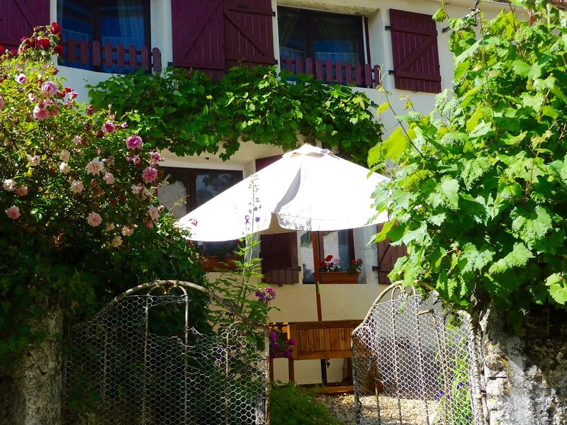 Stylish French Holiday Accommodation with Optional Dining, vacation rental in Saurais