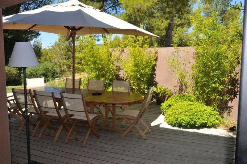 Vue Mer, Exceptionnelle Villa d'architecte, Grande piscine privée à débordement, holiday rental in La Cadiere d'Azur