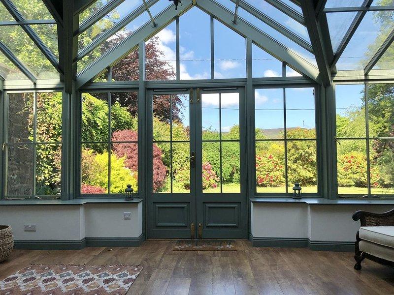 Charming rural retreat in beautiful gardens, location de vacances à Ettrick