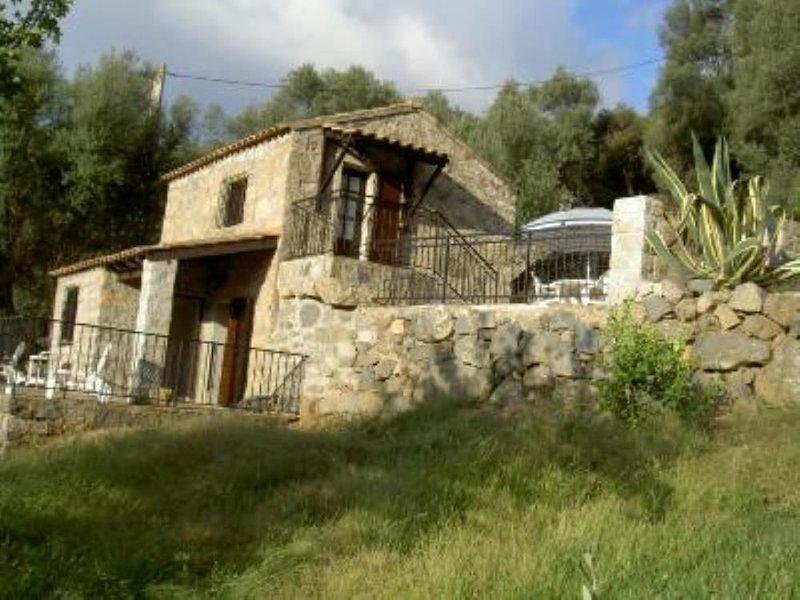 Petite maison traditionnelle Corse dans une oliveraie., vacation rental in Petreto-Bicchisano