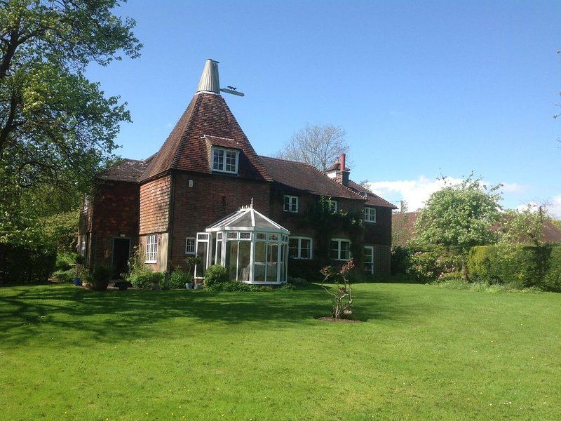 Oast Acre House - tranquillity and seclusion, holiday rental in Piltdown