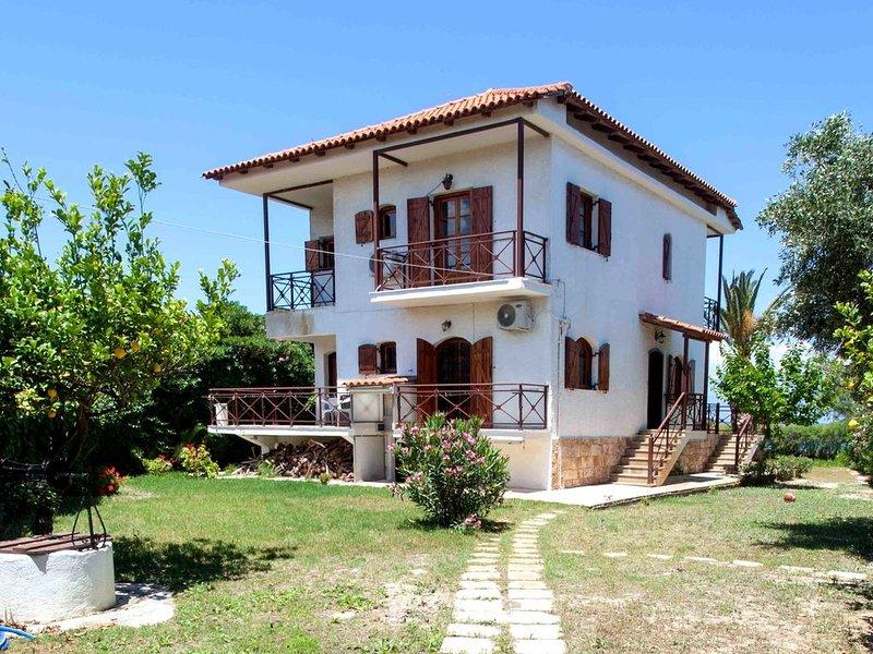 Maria Christina' s house. Your beachfront place., casa vacanza a Elliniko