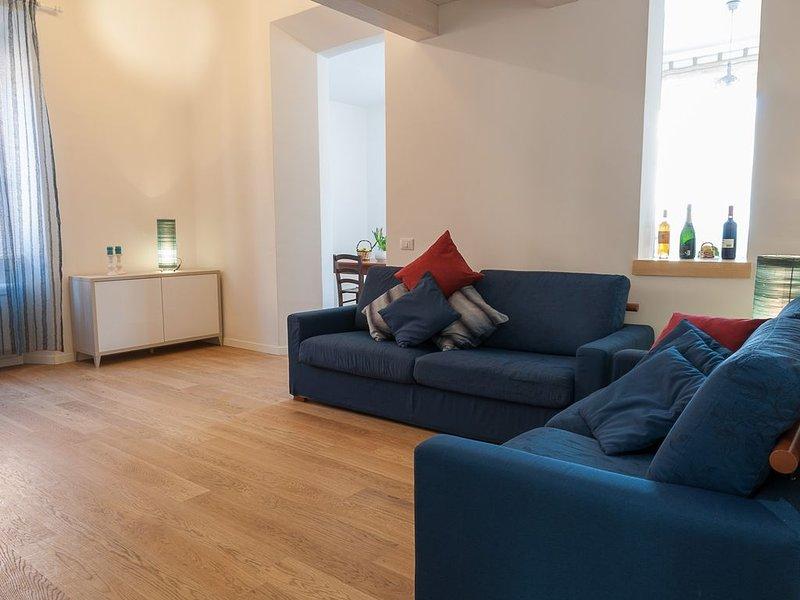 Appartamento completamente ristrutturato in pieno centro a Terracina, location de vacances à Terracina