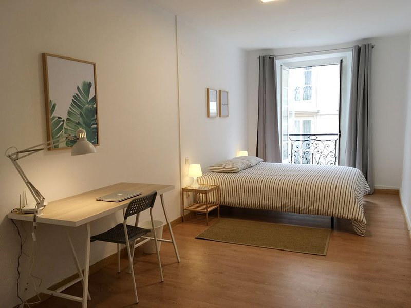 Apartamento con balcón en Plaza de Cervantes, holiday rental in Cabanas