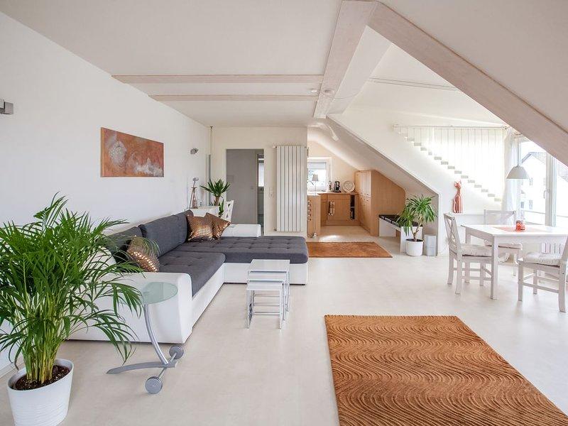 Große moderne Komfortwohnung, 2 Pers., ruhige Lage, aluguéis de temporada em Niestetal