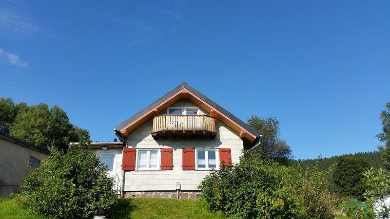 Ferienhütte im Thüringer Wald mit herrlichem Ausblick, direkt am Goethewanderweg, holiday rental in Stutzerbach